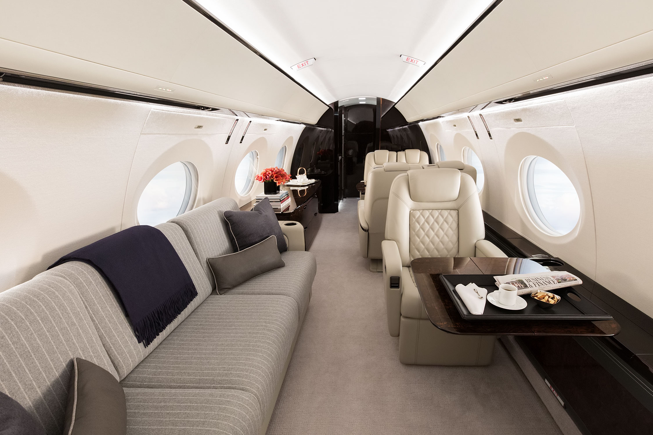 Aircraft cabin interior with divan and leather seat
